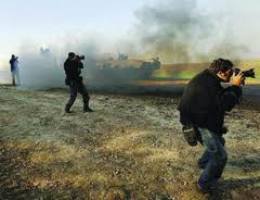 Premio giornalistico Enzo Baldoni e i reporter italiani caduti sui fronti d guerra