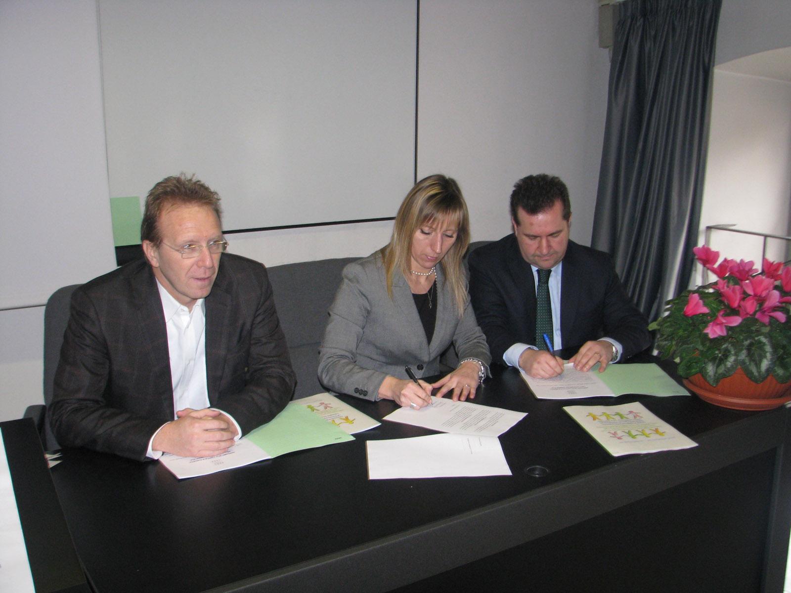 Conferenza stampa Giornate europee educazione ambientale  - 03 marzo 2014 - Terzi al centro Piccinelli e Bandera firmano laccordo